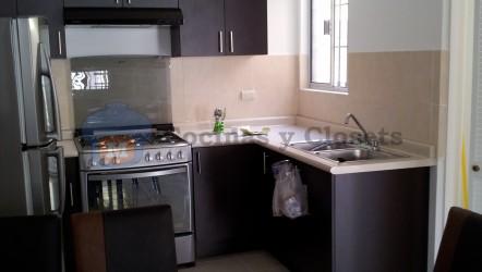 1. Cocina en L con cubierta en Formica