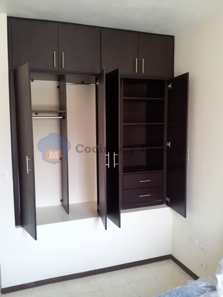 Galeria closet abatible 3 m m cocinas y closets for Cocinas y closets
