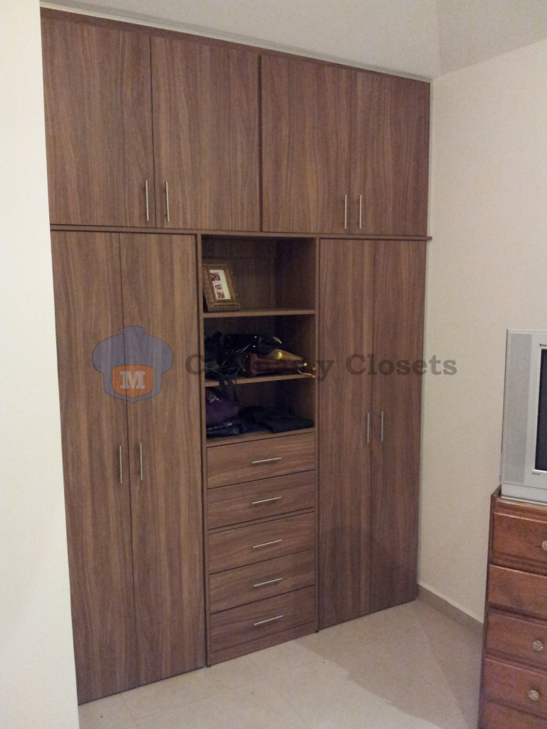 Galeria closet abatible 4 m m cocinas y closets for Cocinas y closets