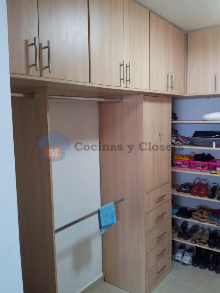 Galeria vestidor 10 m m cocinas y closets for Cocinas y closets